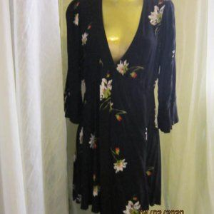 FREE PEOPLE!>BLACK FLOWERED WRAP DRESS
